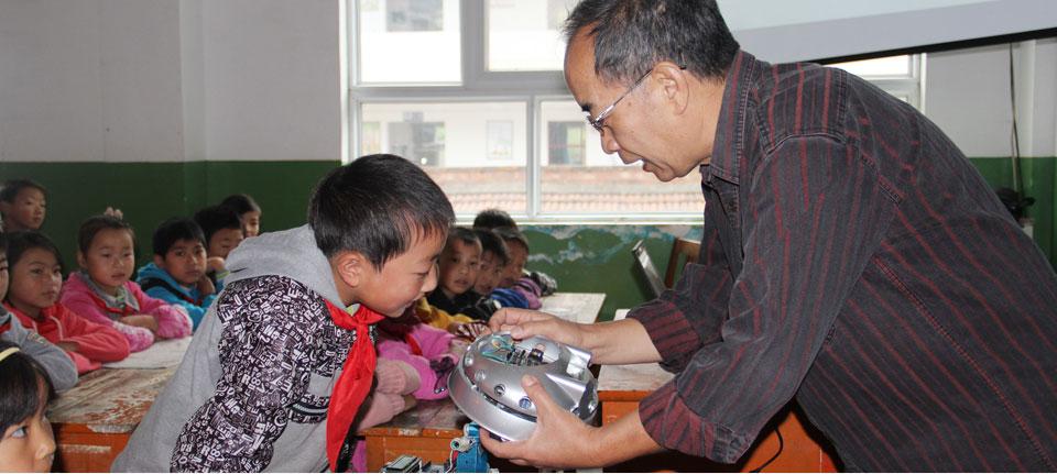 沙有威老师在给学生讲课